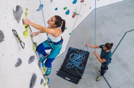 presente-escalada-escalador-corda-sala-simond-decathlon