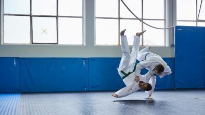 PHOTO_INT_ARTS_MARTIAUX_judogi_choisir.jpg