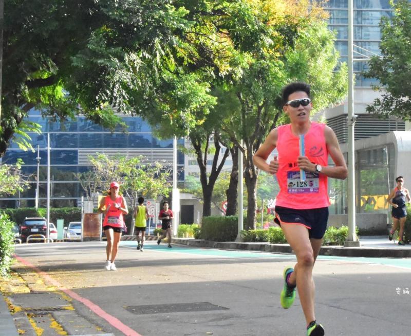 迪卡儂速人隊 馬拉松接力賽