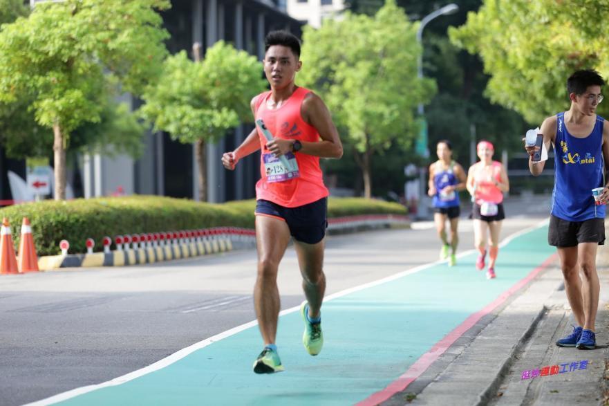 迪卡儂運動大使Ian穿Kiprun Ultralight跑鞋挑戰馬拉松接力