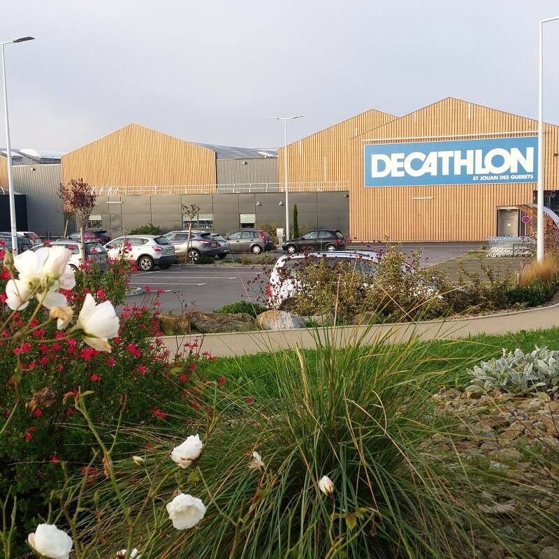 DISTRIBUTION AT DECATHLON: supply and commercialisation