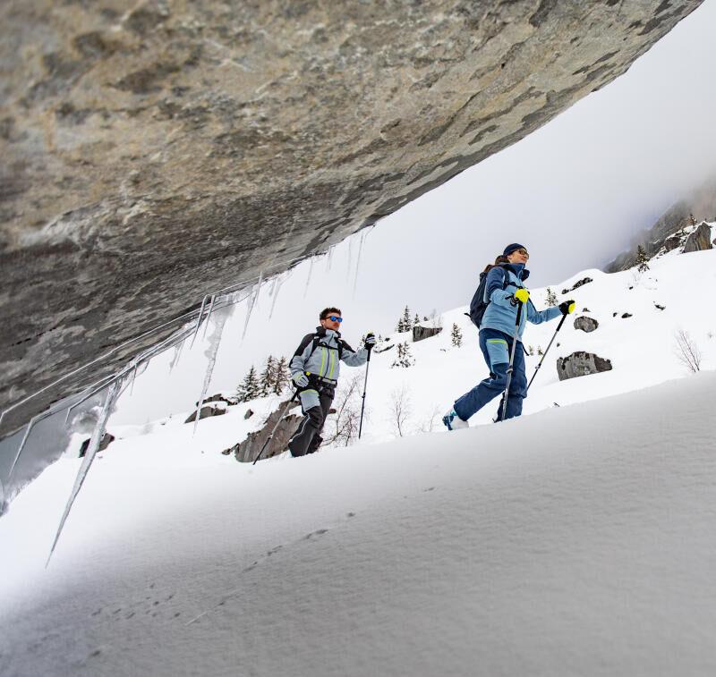 Comment accrocher un leash sur des fixations de randonnée
