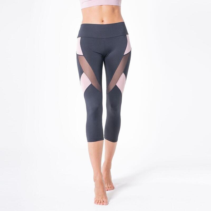 Le moulage des jambes avec transparence, Netti-Netti