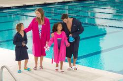 Roze badjas in licht katoen voor dames, met ceintuur en kap - 1038352
