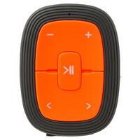 """Bėgimui skirtas MP3 grotuvas ƒ""""ONsound 110"""" su sportinėmis ausinėmis."""