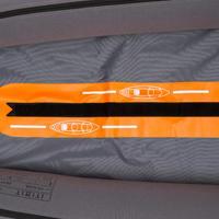 Narandžasti kajak na naduvavanje s dva ili tri sedišta