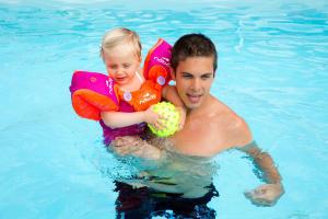 Richtige-Nutzung-des-Schwimmflügel-Gurts-Tiswim
