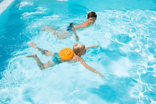 游泳|不知道孩子游泳應該準備什麼裝備嗎?帶著寶貝遵循三步驟一起在水中悠游吧!