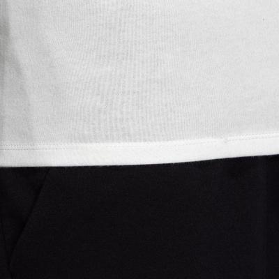 חולצה בגזרה צרה לכושר ולפילאטיס - לבן