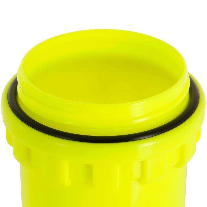 Caja estanca con forma de huevo amarillo