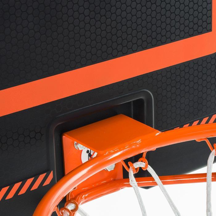 Panneau de basket B300 noir orange pour enfant et adulte à fixer au mur.