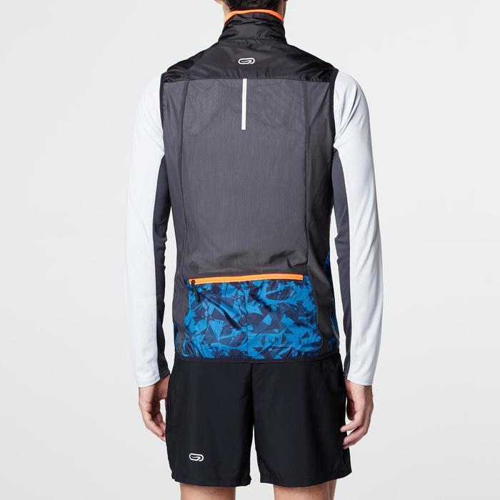 Chaleco cortaviento trail running hombre negro azul