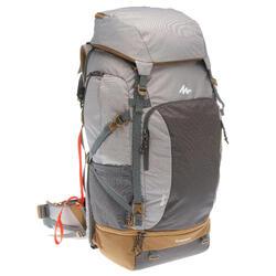 Mochila trekking TRAVEL500 70 litros admite candado mujer gris