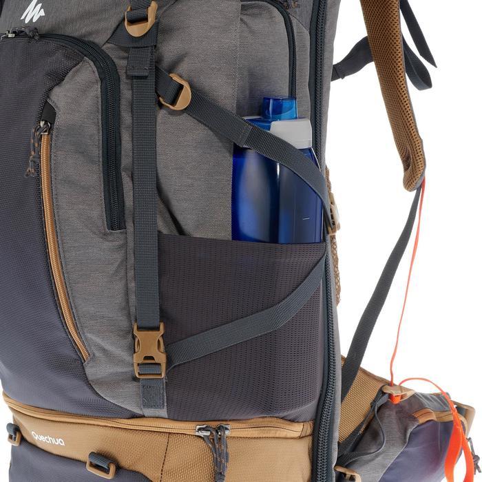 Mochila Trekking TRAVEL 500 hombre 50 litros apta para candado GRIS ... 049cf934138