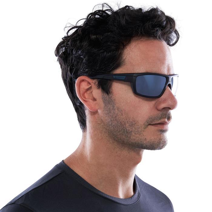 Gafas de sol de senderismo adulto MH530 gris polarizadas categoría 3