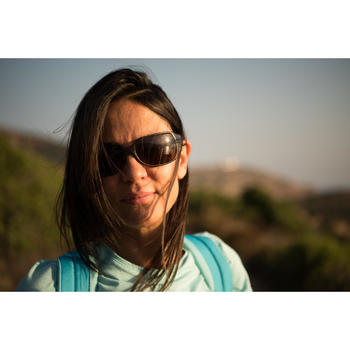 Lunettes de soleil de randonnée femme MH550W noires catégorie 4