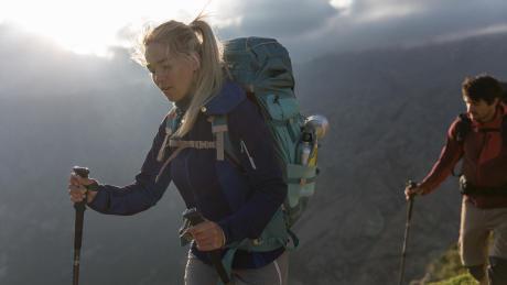 bienfaits-couple-trek-montagne