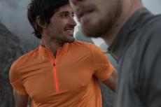 T-shirt-vetement-technique-sport-respirant-mesh-zippé