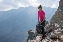 Camiseta manga corta de senderismo montaña Mujer MH500 Rosa