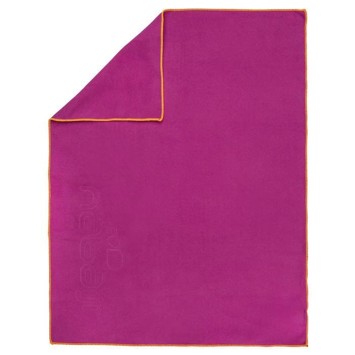 Serviette microfibre violette ultra compacte taille S 42 x 55 cm