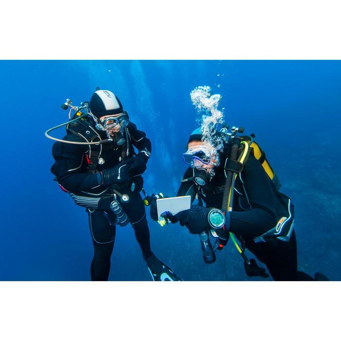 Ardoise de communication en plongée sous-marine avec stylet