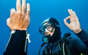 Comment communiquer sous l'eau en plongée ?
