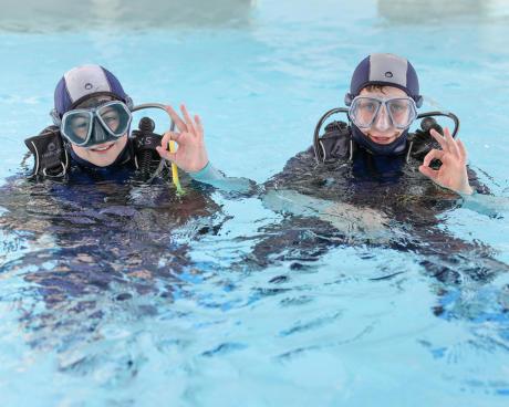 diepzeeduiken in een zwembad