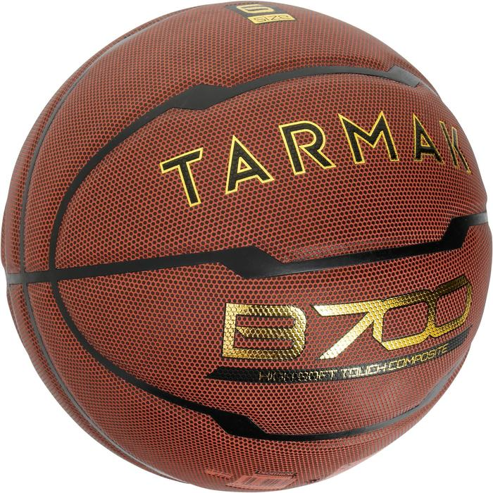 Ballon de basket B700 taille 6 marron.