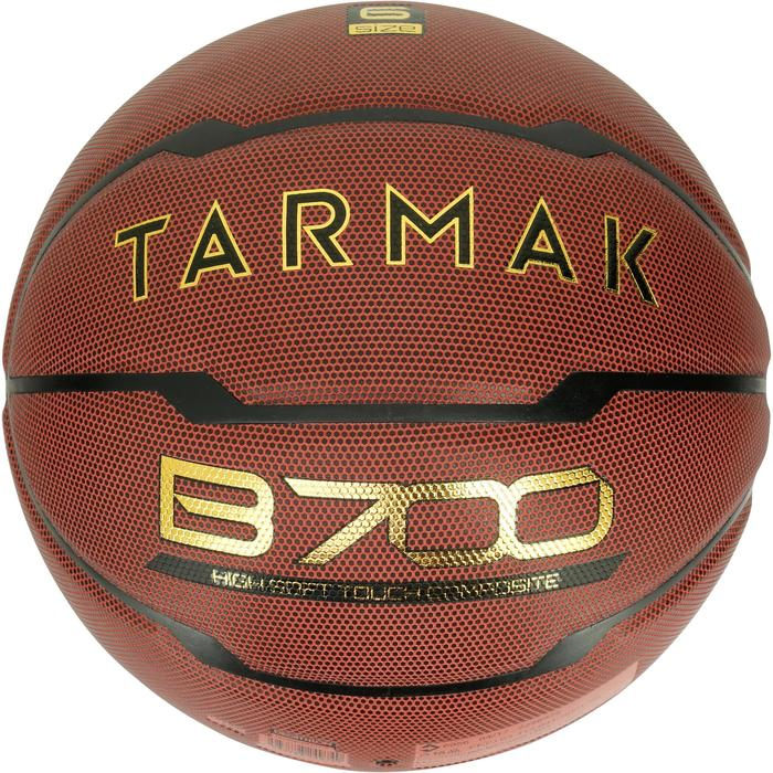 Ballon de basket femme B700 taille 6 marron. Après 10 ans.