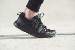 Tenis de caminata deportiva para hombre HW 100 negro