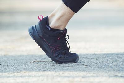 Chaussures marche sportive femme HW 100 noir / rose