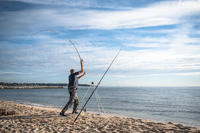 חצובה טלסקופית להנחת החכה בדיג בים