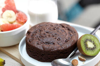 Gâteau au chocolat et kiwi