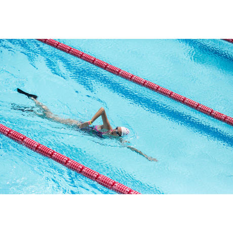 Palmes natation courtes easyfins gris nabaiji for Palmes courtes piscine