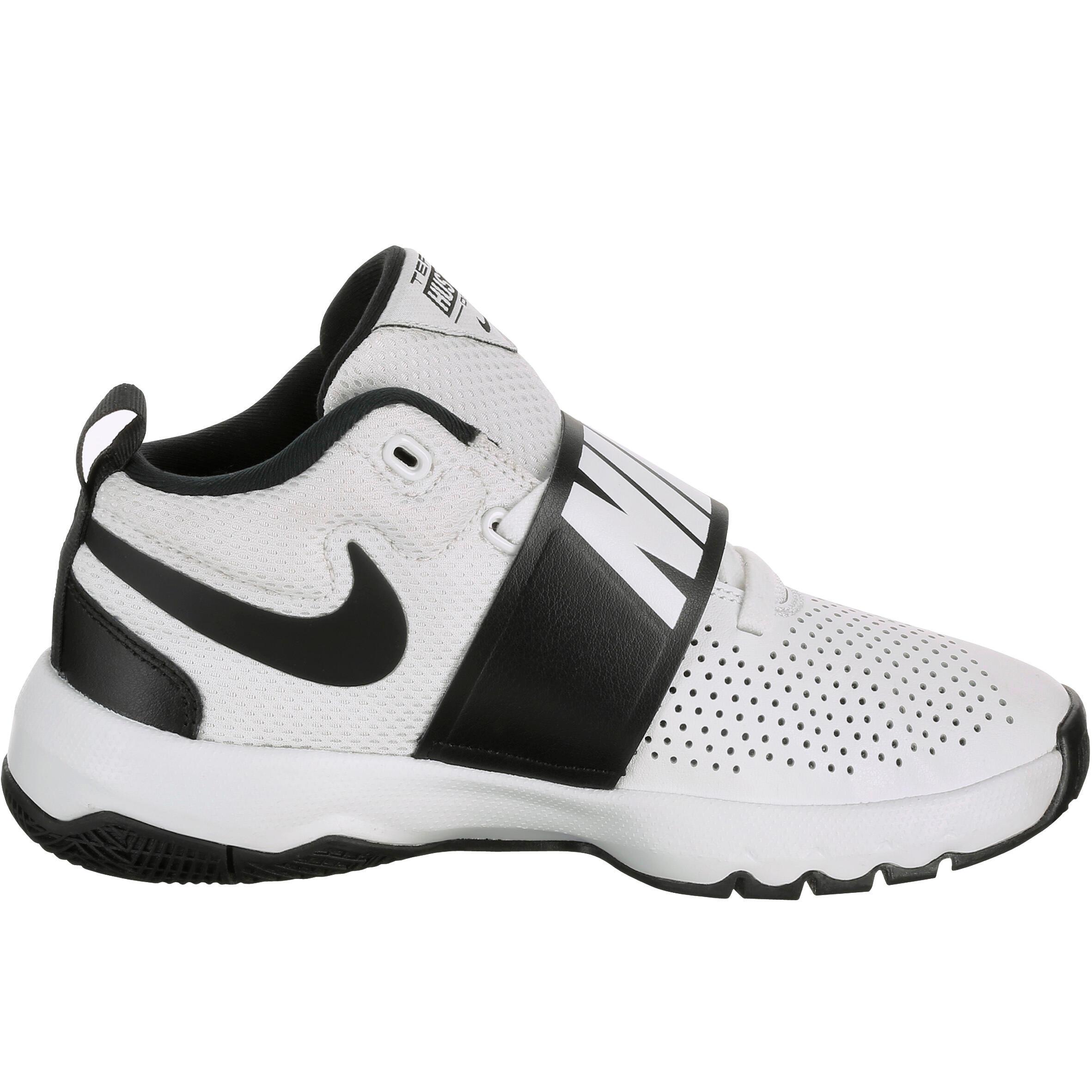 Chaussure de Basketball pour enfant Nike Team Hustle Junior blanc noir