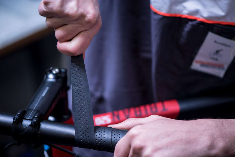 SERVICE CYCLE Cycling - Handlebar Tape Replacement WORKSHOP - Bike Parts