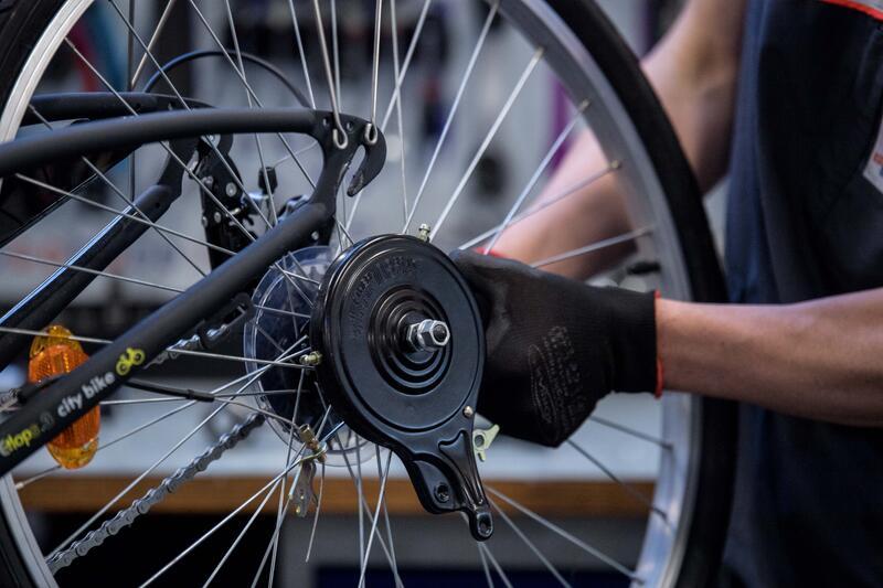 Changement de roue à frein tambour, ou de roue nexus, ou de roue sturmey