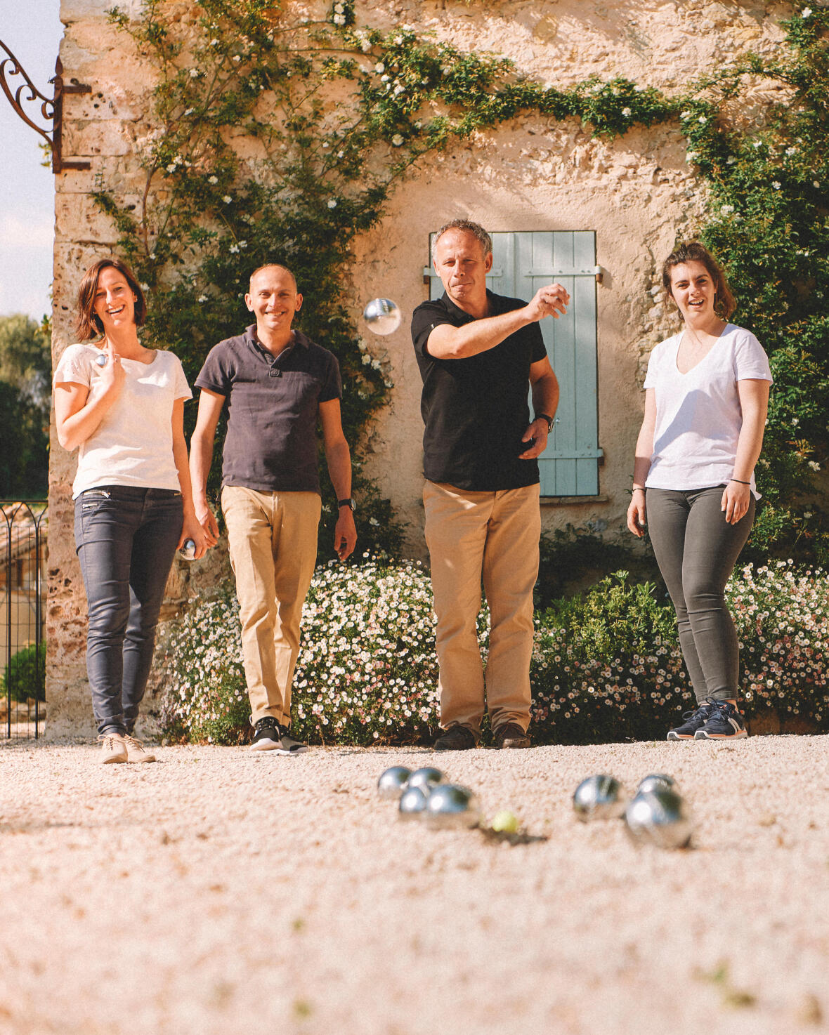 Jouez à la pétanque en famille ou entre amis avec des boules loisir.