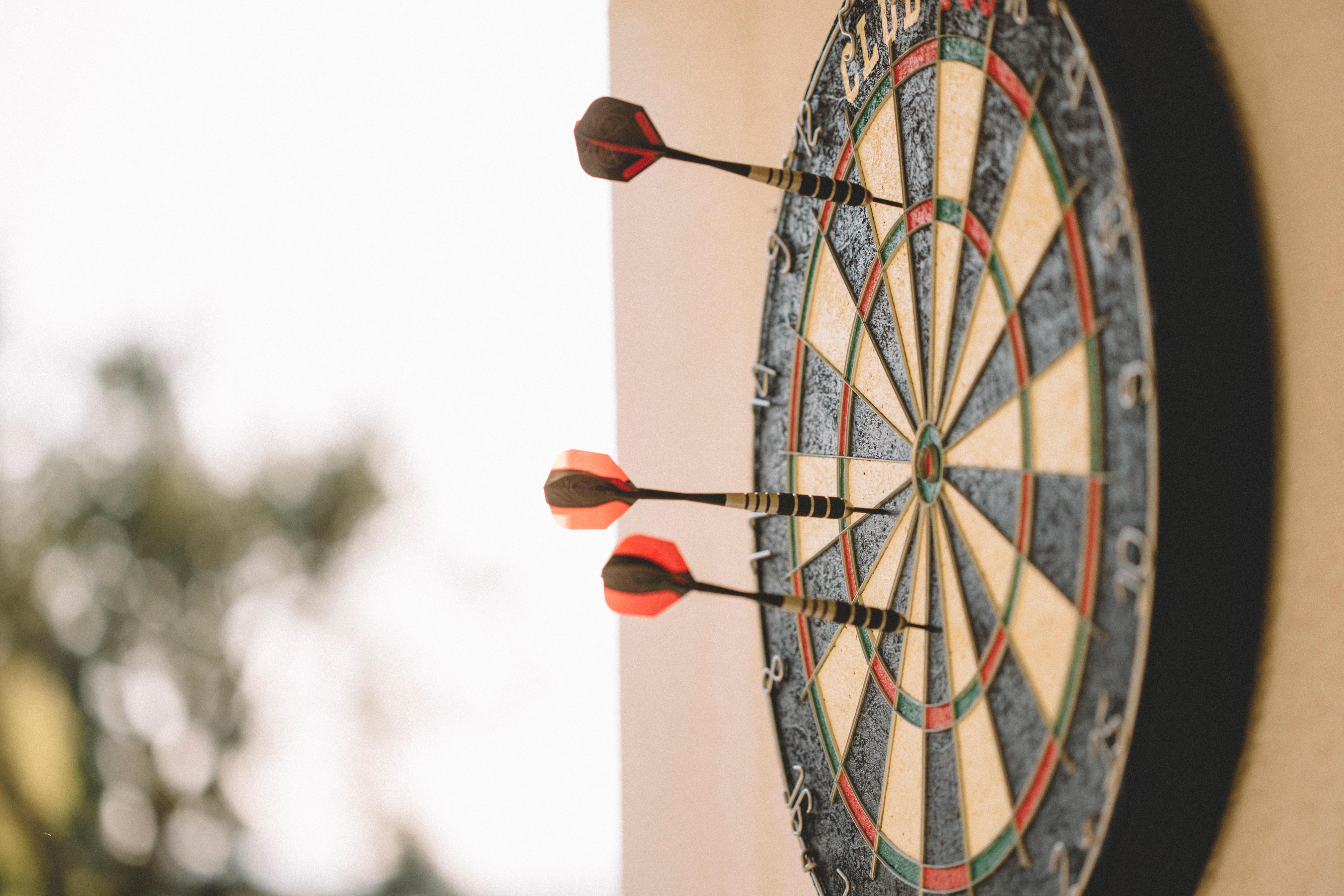 Dartbord In Kast : Online dartwinkel ← decathlon online een dartbord en