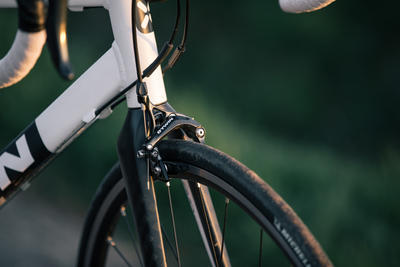 Triban 520 Cyclotourism Road Bike - Black/White