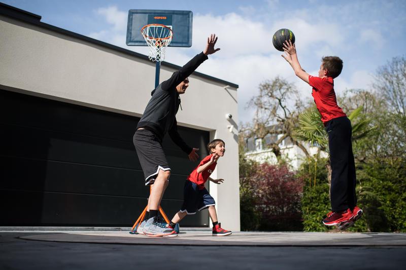 B400 Easy Kids'/Adult Basketball Basket - Blue / Orange. Tool-free 2.4m - 3.05m.