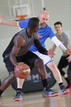 籃球 4 號位的進攻和防守