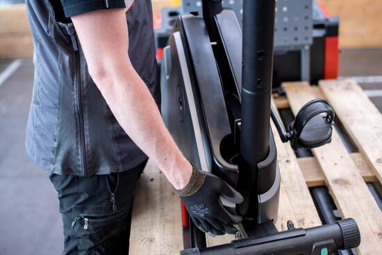 Afnemen / terugplaatsen carter van crosstrainer of loopband