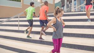 een pauze nemen bij het lopen joggen hardlopen running jogging uitrusten