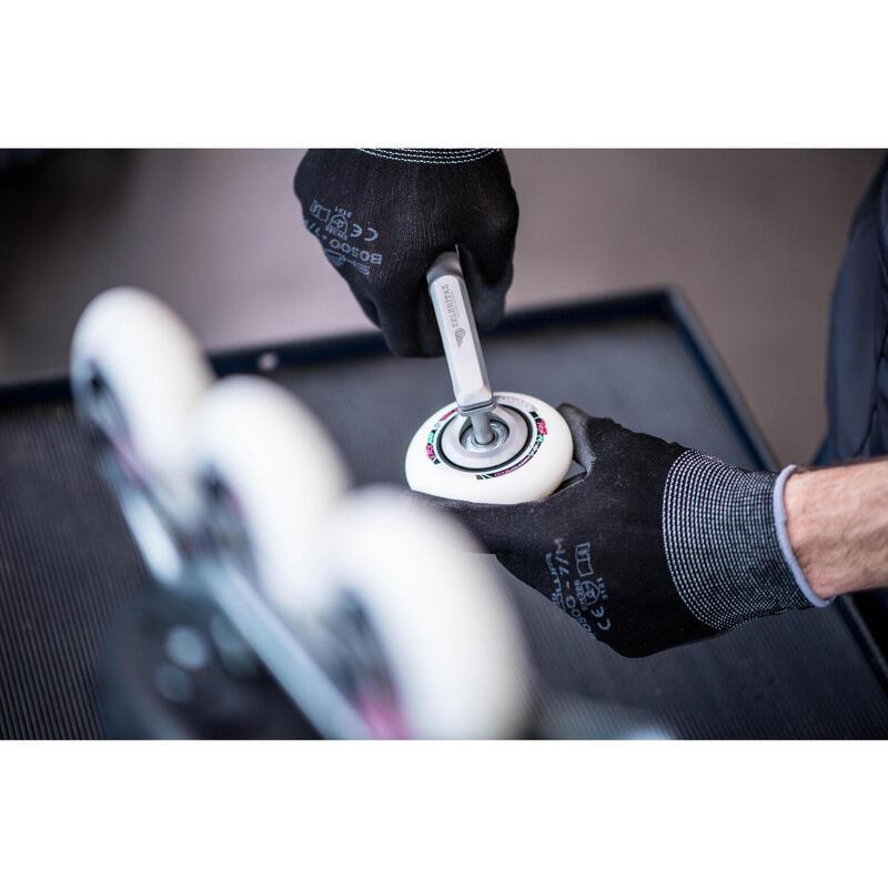 Sustitución de 4 ruedas y/o 8 rodamientos para rollers, quads o skateboards.