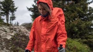 teaser-poncho-trekking-regen