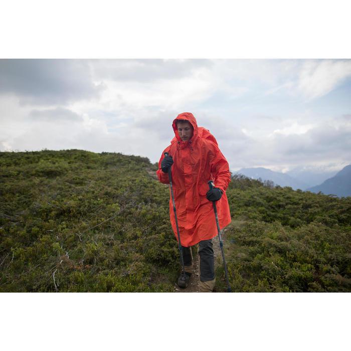 Capa de lluvia para trekking en montaña FORCLAZ L/XL roja