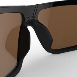 Gafas de sol de senderismo adulto MH530 negro y rojo categoría 3