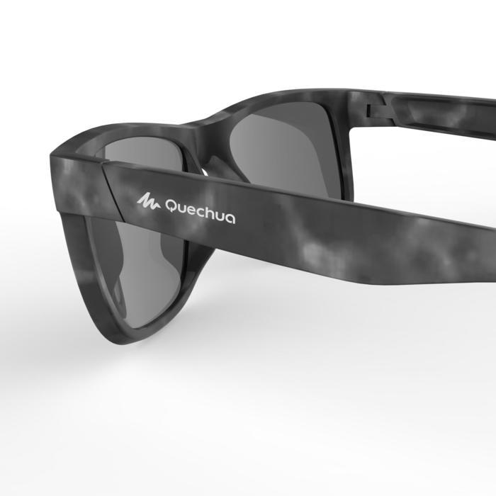 ab584b31a3 Gafas de sol de senderismo adulto MH140 negro y azul categoría 3 ...