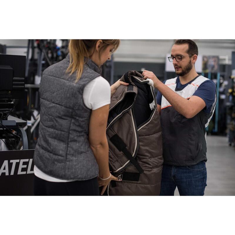 Nettoyage textiles équins en magasin